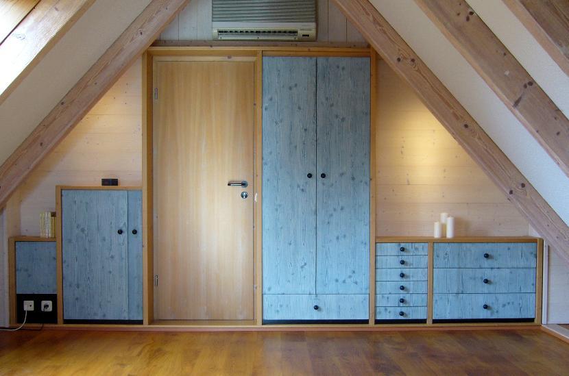 Schrankwand Im Dachgeschoss Holz In Form Prasentation